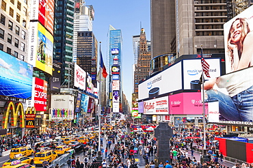 Crowds with busy traffic, yellow cabs, Times Square and Broadway, Theatre District, Manhattan, New York City, United States of America, North America