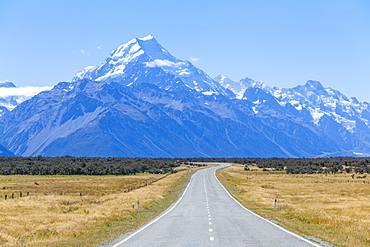 Mount Cook, empty road Highway 80, Mount Cook National Park, UNESCO World Heritage Site, South Island, New Zealand, Pacific