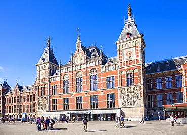 Busy Central Station, Amsterdam Centraal Train station, Amsterdam, North Holland, Netherlands, Europe