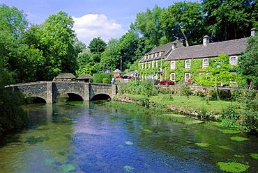 Bridge over the River Colne, Bibury, the Cotswolds, Oxfordshire, England, UK