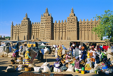 The Grand Mosque and Monday Market in the foreground, Djenne, Mali