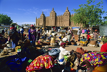 Monday market outside the Grand Mosque, UNESCO World Heritage Site, Djenne, Mali, West Africa, Africa