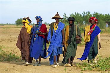 Peul men during transhumance, Sofara, Mali, West Africa, Africa
