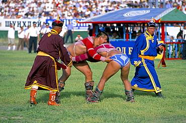 Wrestling match, Naadam festival, Oulaan Bator (Ulaan Baatar), Mongolia, Central Asia, Asia