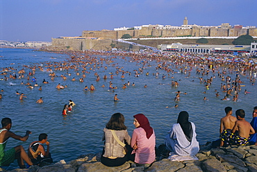 Beach below the Kasbah of the Oudaiah (Kasbah des Oudaias), Rabat, Morocco, North Africa, Africa