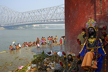 People bathing in the Hooghly River from a ghat near the Howrah Bridge, Kolkata (Calcutta), West Bengal, India, Asia