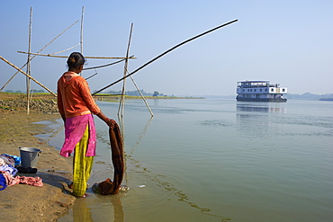 Woman with laundry and sukapha boat on the Hooghly River, part of Ganges River, West Bengal, India, Asia