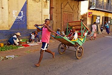 Pousse-pousse, local taxi, Betsileo, Ambositra, Madagascar, Africa