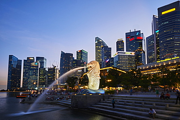 Merlion, emblem of the city, Marina Bay, city center, financial district with its skyline, Singapore, Southeast Asia, Asia