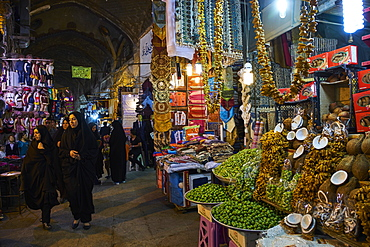 Great Bazaar (Grand Bazaar) (Bazar e Bozorg), Isfahan, Iran, Middle East