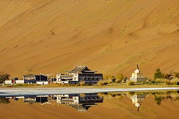 Mongol monastery of Badain Jilin, Badain Jaran Desert, Gobi Desert, Inner Mongolia, China, Asia - 712-2948