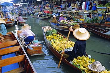 Floating market, Damnoen Saduak, near Bangkok, Thailand, Asia