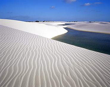 Sand dunes near Lagoa Bonita (Beautiful Lagoon), Parque Nacional dos Lencois Maranhenses, Brazil, South America