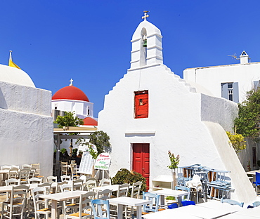 Outdoor restaurant, Mykonos Town, Mykonos, Cyclades Islands, Greek Islands, Greece, Europe