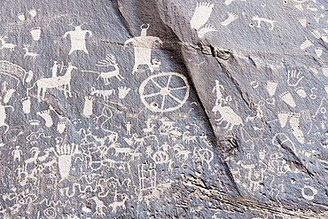 Indian petroglyphs, Newspaper Rock State Park, Utah, USA