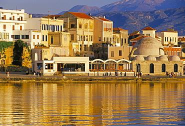 Hania seafront and Levka Ori (White Mountains) in the background, Hania (Chania), island of Crete, Greece, Mediterranean, Europe