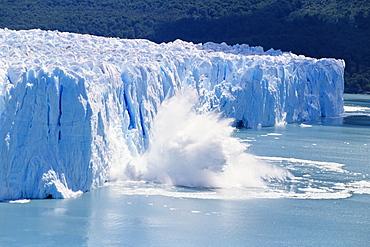 Glacier ice melting and icebergs at Perito Moreno, Moreno Glacier, Parque Nacional Los Glaciares, UNESCO World Heritage Site, Patagonia, Argentina, South America
