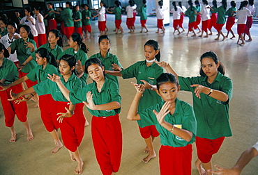 Students in Dramatic Arts College on dance course, Bangkok, Thailand, Southeast Asia, Asia