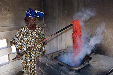 Woollen carpet workshop, Nyeleni village, Segou area, Mali, Africa