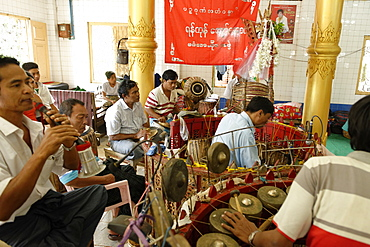 The hsaing waing, a traditional Burmese folk musical ensemble, Pyin U Lwin (Maymyo), Mandalay Division, Republic of the Union of Myanmar (Burma), Asia