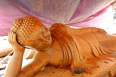 Lost-wax casting open air workshop, Amarapura, Mandalay Division, Republic of the Union of Myanmar (Burma), Asia