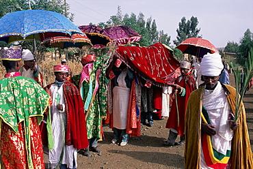 Men in procession during the Christian festival of Rameaux, Axoum (Axum) (Aksum), Tigre region, Ethiopia, Africa