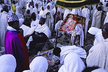 Christian pilgrims, festival of Easter, Cathedral, Axoum (Axum) (Aksum), Tigre region, Ethiopia, Africa