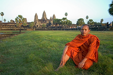 Buddhist monk at Angkor Wat Temple, UNESCO World Heritage Site, Cambodia, Southeast Asia, Asia