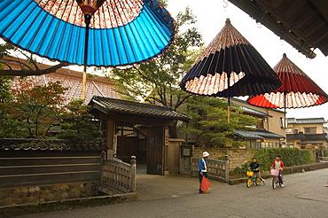 Traditional parasol and umbrella makers shop, Kanazawa, Ishikawa prefecture, Japan, Asia