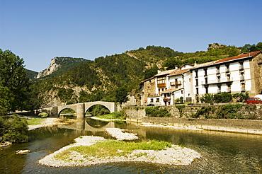 Roman bridge over the River Esca, Burgui Village, Val del Roncal, Navarra, Euskadi, Spain, Europe