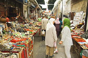 Tourist market in the Muslim Quarter home to the city's Hui community, Xian City, Shaanxi Province, China, Asia