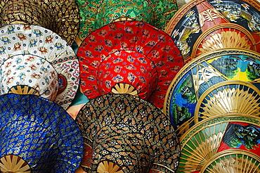 Colourful hats, Damnoen Saduak Floating Market, Bangkok, Thailand, Southeast Asia, Asia