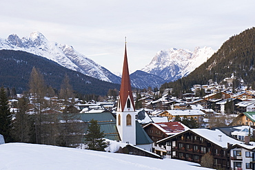 Church of St. Oswald dating from the 14th century, Seefeld, the Tyrol, Austria, Europe