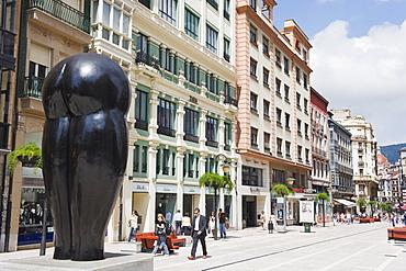 Statue Culis Monumentalibus, by artist Eduardo Urculo, Pelayo Street, Oviedo, Asturias, Spain, Europe