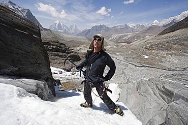 Climber on an ice wall, Chukhung Valley, Solu Khumbu Everest Region, Sagarmatha National Park, Himalayas, Nepal, Asia