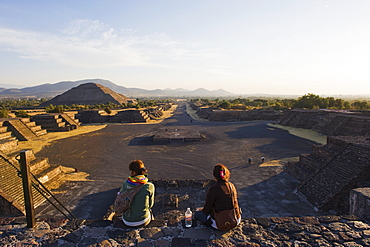 Tourists at the Pyramid of the Sun at Teotihuacan, UNESCO World Heritage Site, Mexico, North America