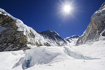 Crevasses and peak of Mount Everest, Solu Khumbu Everest Region, Sagarmatha National Park, UNESCO World Heritage Site, Nepal, Himalayas, Asia