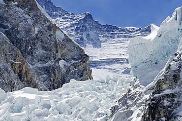The Khumbu icefall on Mount Everest, Solu Khumbu Everest Region, Sagarmatha National Park, UNESCO World Heritage Site, Nepal, Himalayas, Asia