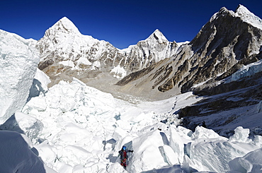 Climber in the Khumbu icefall, Mount Everest, Solu Khumbu Everest Region, Sagarmatha National Park, UNESCO World Heritage Site, Nepal, Himalayas, Asia