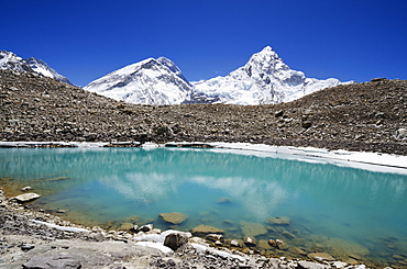 Mount Everest, 8850m, and glacial lake, Solu Khumbu Everest Region, Sagarmatha National Park, UNESCO World Heritage Site, Nepal, Himalayas, Asia