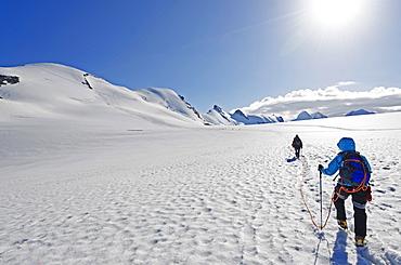 Climbers on Breithorn mountain, 4164m, Zermatt, Valais, Swiss Alps, Switzerland, Europe