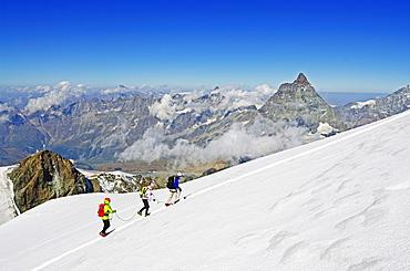 Climbers on Breithorn mountain, with the Matterhorn in the background, Zermatt, Valais, Swiss Alps, Switzerland, Europe