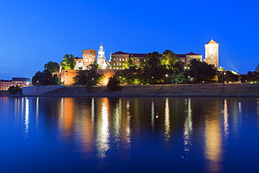 Wawel Hill Castle and Cathedral, Vistula River, UNESCO World Heritage Site, Krakow, Malopolska, Poland, Europe