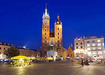 Rynek Glowny (Town Square) and St. Mary's Church, Old Town, UNESCO World Heritage Site, Krakow, Malopolska, Poland, Europe