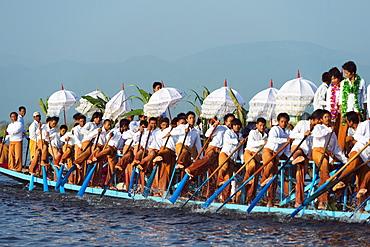 Ceremonial boat, Phaung Daw Oo Pagoda Festival, Inle Lake, Shan State, Myanmar (Burma), Asia