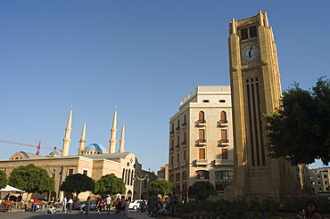 Clock tower in Place d'Etoile (Nejmeh Square), new mosque behind, downtown, Beirut, Lebanon, Middle East