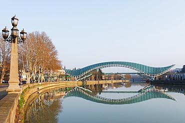 Bridge of Peace on Mtkvari River, Tbilisi, Georgia, Caucasus, Central Asia, Asia