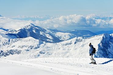 Snowboarder, Gudauri ski resort, Georgia, Caucasus region, Central Asia, Asia