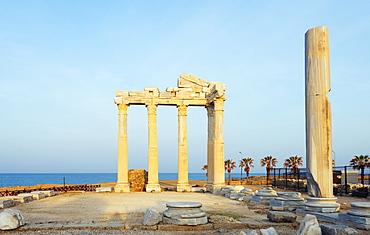The second century Temple of Apollo and Athena, Side, Lycia, Turquoise Coast, Mediterranean Region, Anatolia, Turkey, Asia Minor, Eurasia