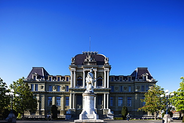 Palais de Justice and statue of William Tell, Lausanne, Vaud, Switzerland, Europe